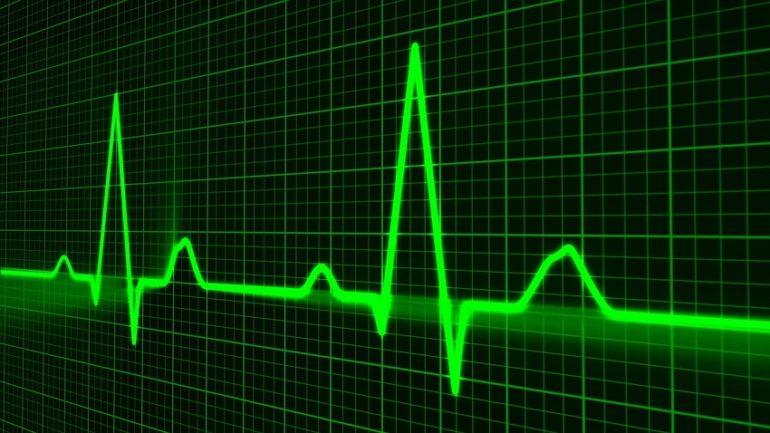 pulse van een hart voor artikel over terugroepen AED zonder CE certificering